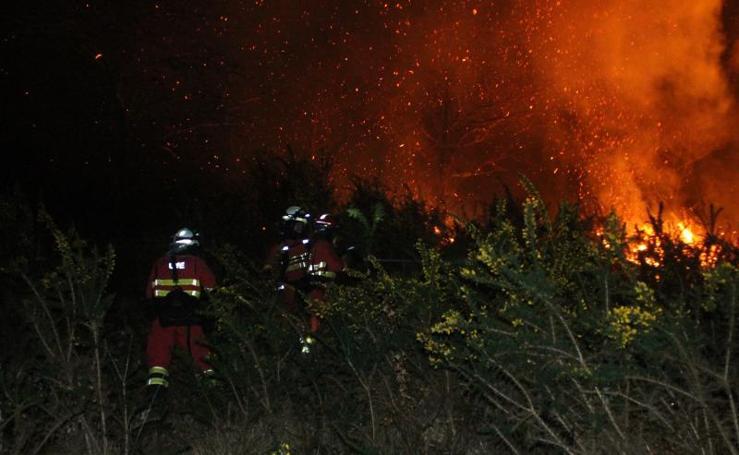 Así lucha la UME contra los incendios en Asturias