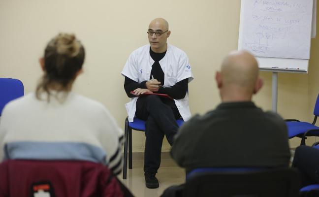 415 personas hicieron en 2018 terapia de grupo para superar el estrés laboral
