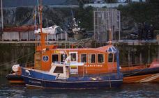 Ocho horas de rescate hasta el puerto de Llanes