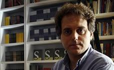 Domingo Villar, un «oso cavernario» de la novela negra, deja su guarida
