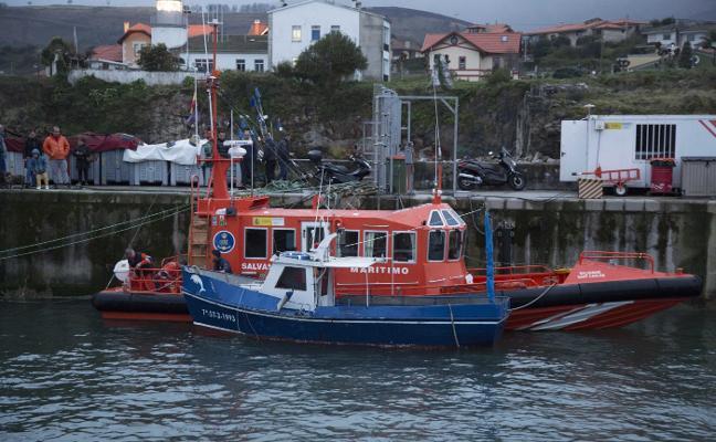 Ocho horas de rescate por el Cantábrico hasta el puerto de Llanes
