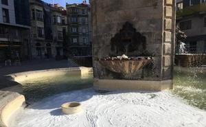 Gamberrismo en las fuentes de Gijón
