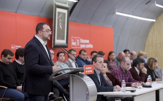 Adrián Barbón recupera a Juan Cofiño para las listas regionales en las que solo repiten tres diputados