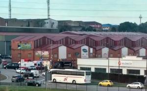 Herido grave un hombre al ser atropellado por un camión en Gijón