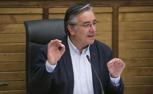 «Las 'puñaladas en la espalda solo benefician a los rivales políticos», asegura González