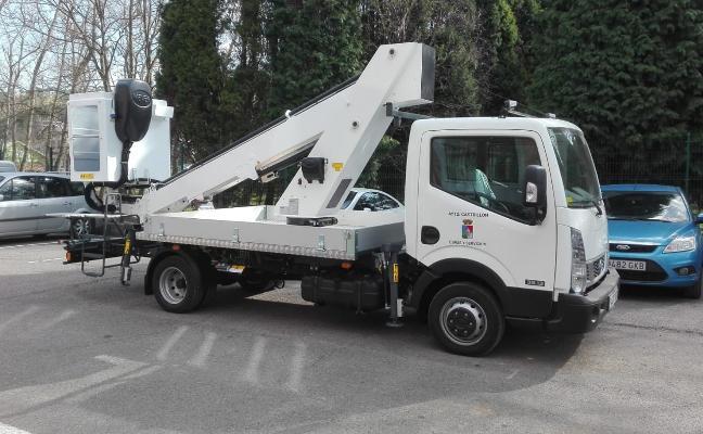 El servicio eléctrico estrena camión pluma