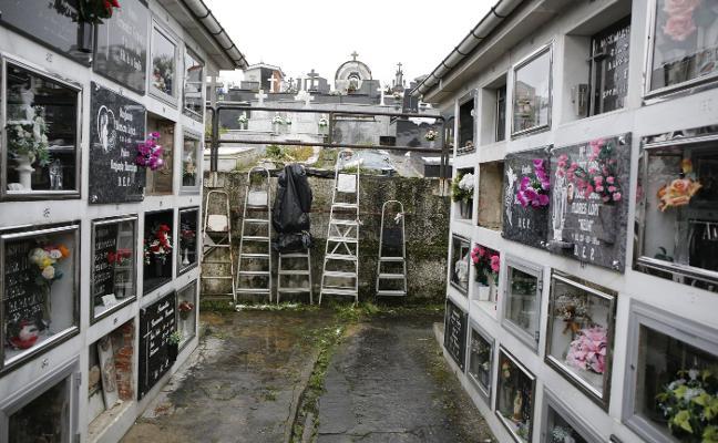 La investigación de los cementerios de Langreo añade el robo de una lápida en 2017