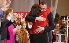 Barbón ofrece la «seriedad» del PSOE ante el «vodevil de Almodóvar» del PP asturiano