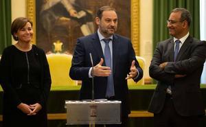 Fernando Lastra asegura que el convenio de plan de vías de Gijón estará listo en un mes