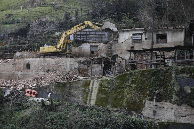 El plan de limpieza de San Martín afronta nuevos derribos de inmuebles en ruina en Tetuán y Blimea