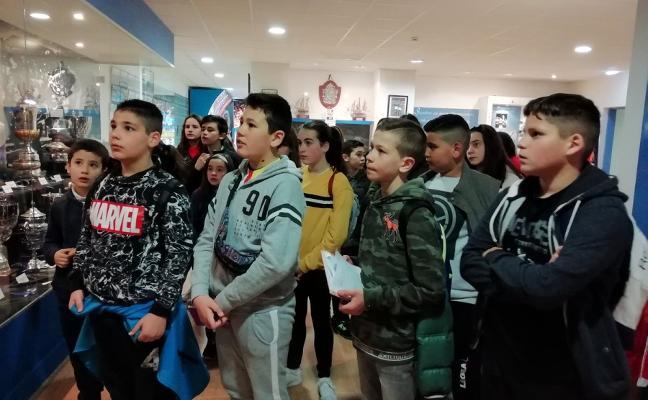 Los alumnos del colegio Jesús Neira visitan el Tartiere
