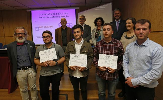 Rodrigo Fernández, del colegio Auseva, gana la Olimpiada de Física