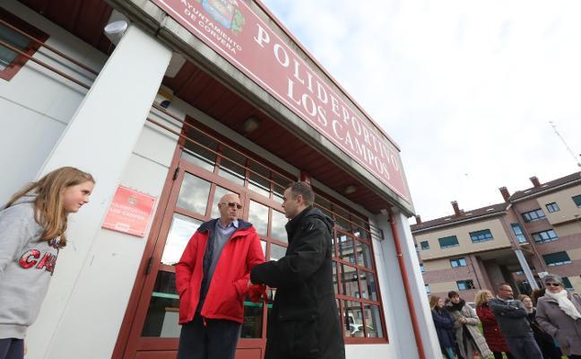 El Ayuntamiento rinde homenaje al pionero del atletismo en el concejo