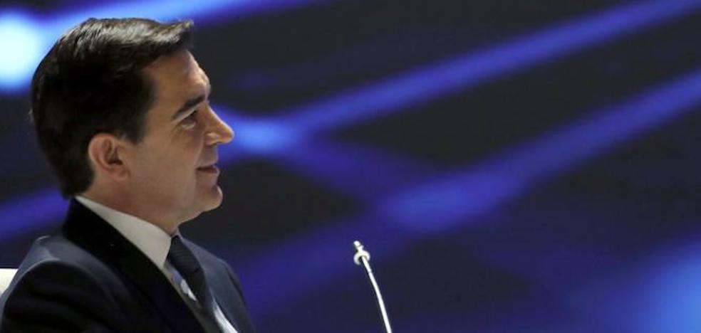 Torres supera sin dificultad la junta del BBVA gracias a la dimisión de González