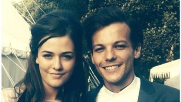 Conmoción por la repentina muerte de la hermana pequeña de Louis Tomlinson de One Direction