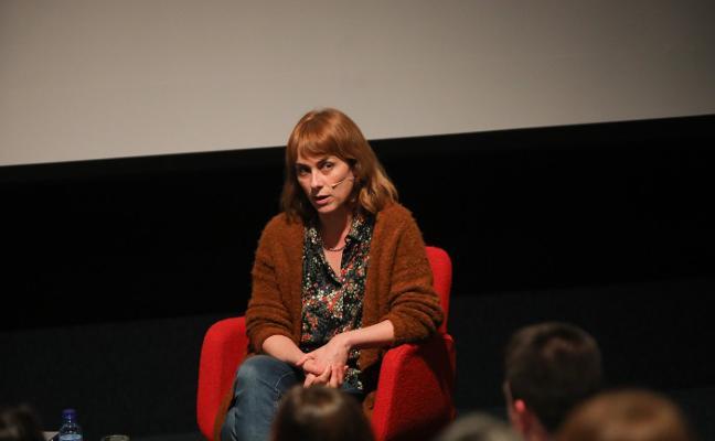 Sara Mesa toma la palabra en el Niemeyer