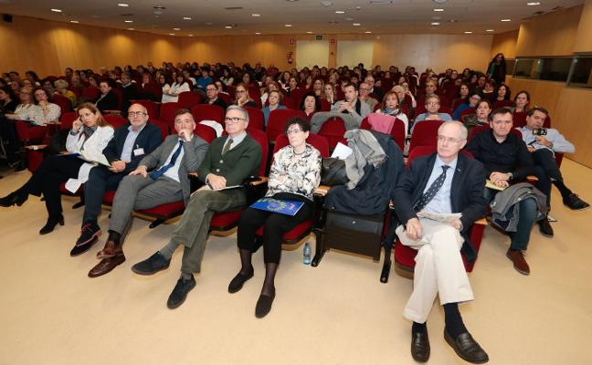 Cabueñes ensaya con éxito una cirugía abdominal que llevará a toda Asturias
