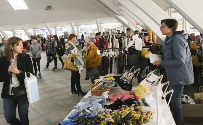 Segunda jornada del Market Pola en la plaza