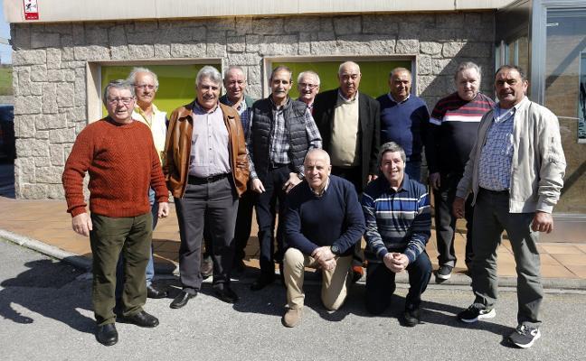 Las Folgueras celebra sesenta años de amistad