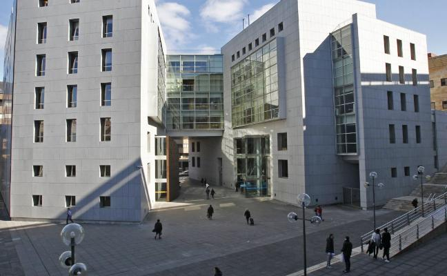 Cinco kilómetros de juzgado a juzgado en Oviedo