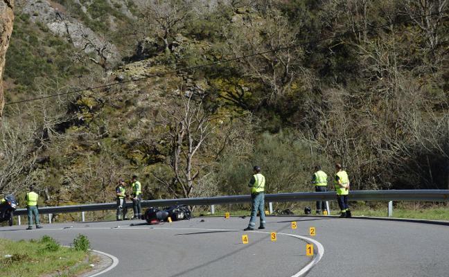 Fallece un motorista de 44 años en una curva entre Cangas e Ibias