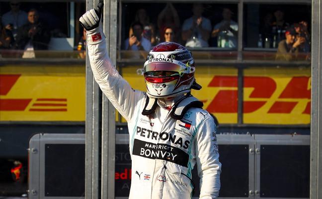 Hamilton y Mercedes muestran su rostro