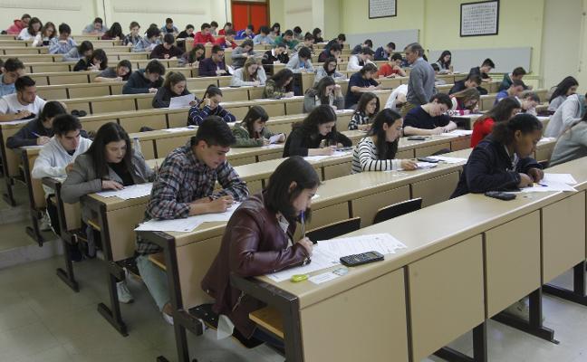 182 estudiantes compiten en la Olimpiada de Química
