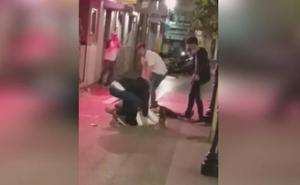 Brutal agresión a varios jóvenes en Gijón