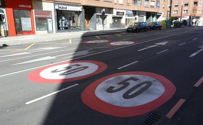 El nuevo decreto de la DGT solo permitirá ir a 50 por hora en una quincena de calles de Avilés