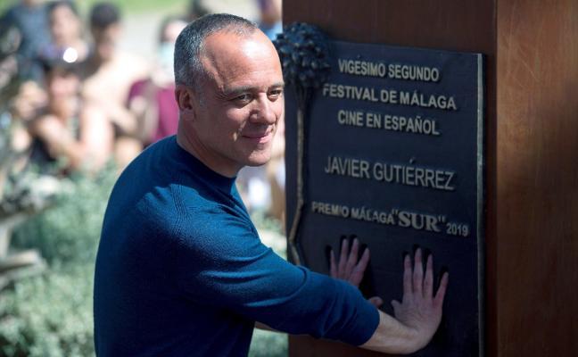 Javier Gutiérrez deja su huella en el paseo de la fama de Málaga