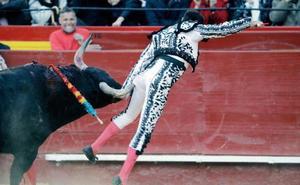 Enrique Ponce, herido tras una cogida en Valencia