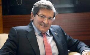 Javier Fernández se reincorpora a sus funciones tras la operación de retina