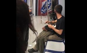 Alarma en el Metro de Madrid por un joven que afilaba un cuchillo de grandes dimensiones