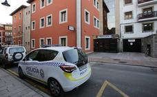 La sede de la Policía de Llanes, cerrada varias noches por la falta de personal