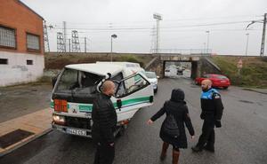 Herido en Avilés el conductor de un camión tras colisionar con otro que no respetó un stop