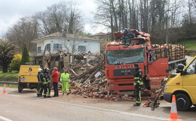 Fallece un joven cántabro arrollado por su propio camión en Sevares