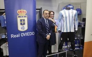 El Real Oviedo rinde tributo a sus orígenes en la camiseta del 93 aniversario