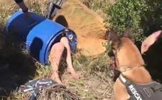 El impactante vídeo de la presunta parricida de Valencia en el interior de un bidón