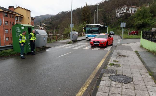 Un herido tras ser arrollado en un paso de peatones a la entrada de Turón
