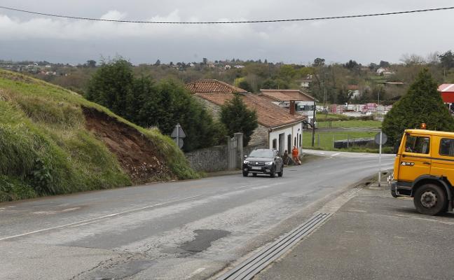 Herida al volcar su coche en Vega-La Camocha