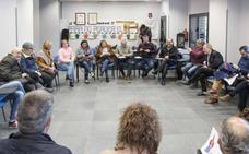 La plataforma en defensa del plan de vías en Gijón saldrá a la calle el 10 de abril bajo el lema '¡Pedro firma ya!'
