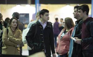 Informarse, preguntar y «traer algún currículum», las recomendaciones de los estudiantes para el Foro de Empleo