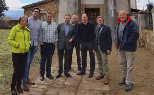 Los vecinos de Loriana piden a Canteli recuperar la iglesia de Santa María