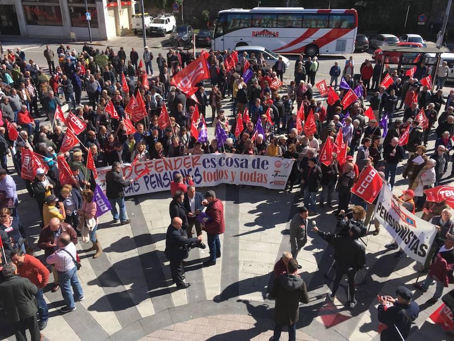 Los jubilados se echan a la calle en Mieres en defensa de las pensiones
