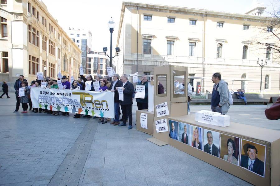 La campaña 'Pedro, Firma Ya' se extenderá a Gijón para presionar a Fomento y que suscriba el convenio