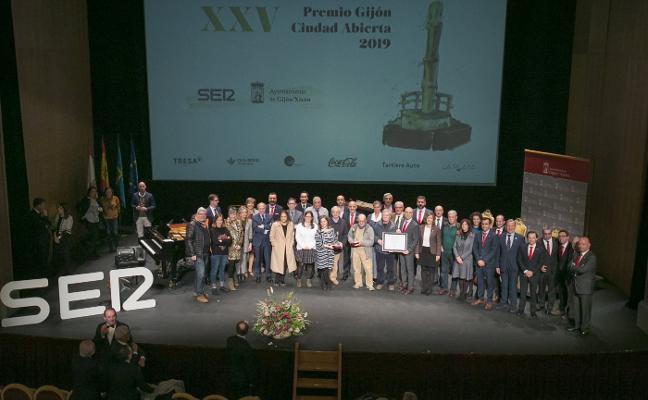 EL COMERCIO y el Grupo, premiados por «hacer ciudad» y por décadas de implicación con Gijón