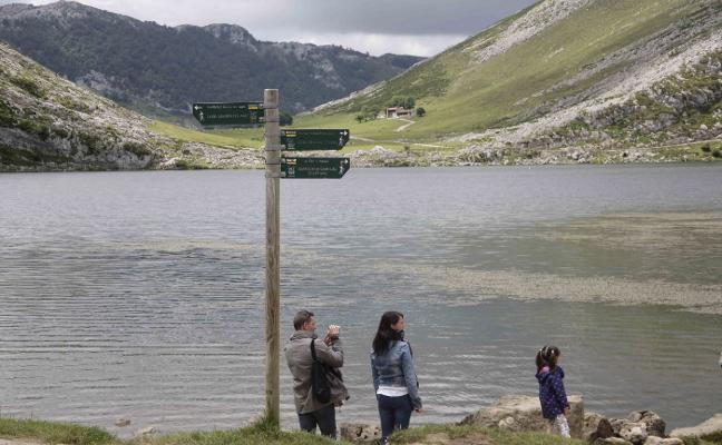 El Principado revisará junto a los montañeros la señalización de Picos