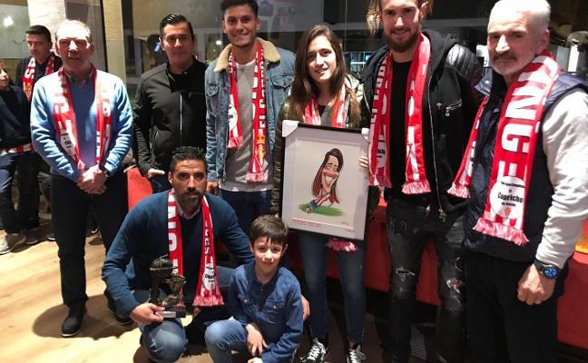 La jugadora María Yenes, socia de honor de El Capricho de Roces