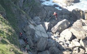Rescatan a una joven de 21 años que se precipitó desde el cerro de Santa Catalina