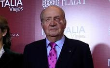 El Rey Juan Carlos reaparece en público con un moratón en el ojo